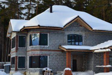 Трехэтажный дом в Екатеринбурге